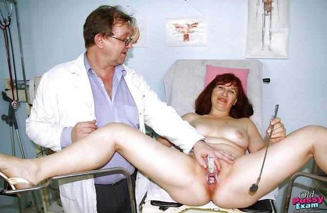 показывает пизду гинеколога девка видео у