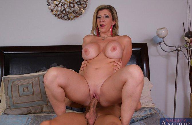 Порно актрисы жопастые и сисястые ххх порно фото клевой телкой