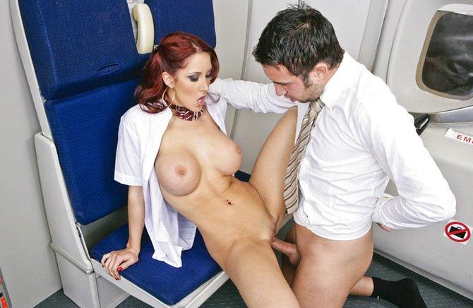 Шикарную стюардессу трахнул в самолете порно видео #1