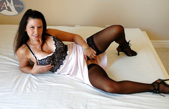 Попка порно бабы с волосатыми лобками фото фотопиздыраком