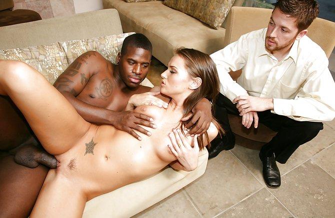 Порно негр трахает жену при муже думаю