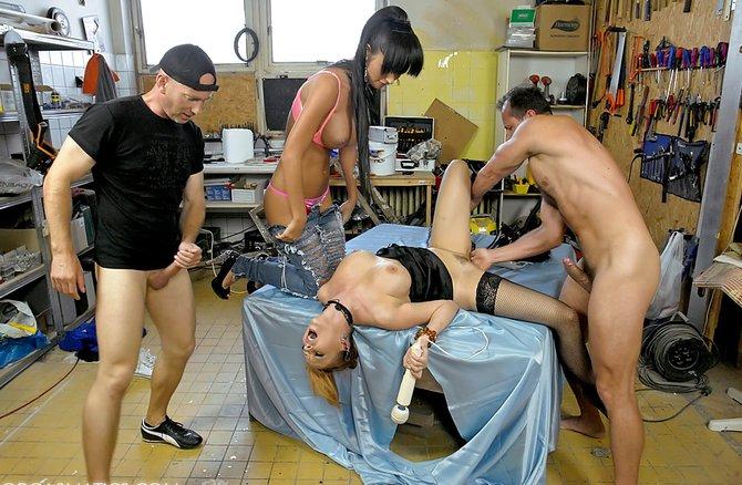 жена играет в проститутку