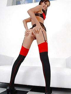 Голый большой клитор девушки и новая игрушка для секса