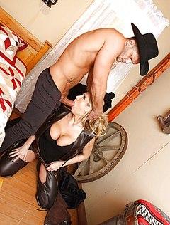 Сексапильной парочке понравились ролевые порноигры