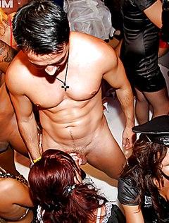 Разнузданная ебля на вечеринке от сексуальной молодежи