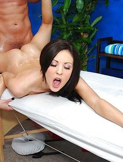 Девушка на секс массаже шикарно трахается