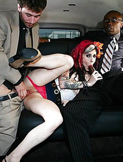 Откровенный секс в два хуя с крашенной сучкой