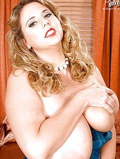 Фотографу нравятся огромные сиськи тетки