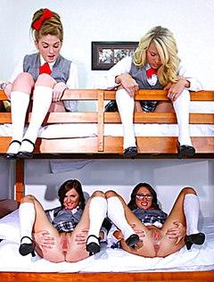Девушки с голыми кисками шалят в общаге