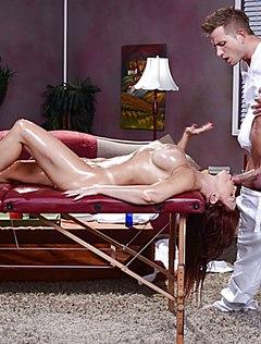 Мужественный массажист дал бабе в рот