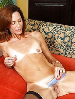 Фотографа привлекает голая пилотка жены