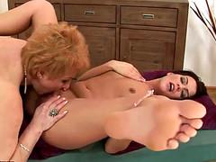 Лесби мать и дочь сексуально расслабились