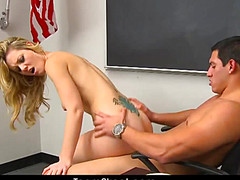 Сексуально активные студенты ебутся на столе