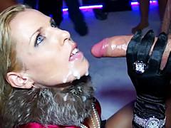 Пьяные девки сосут в клубе у горячего стриптизера