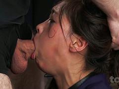 Хуястый мужчина выебал японку в рот