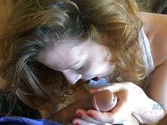 Студентка дрочит мохнатку и ебется с другом