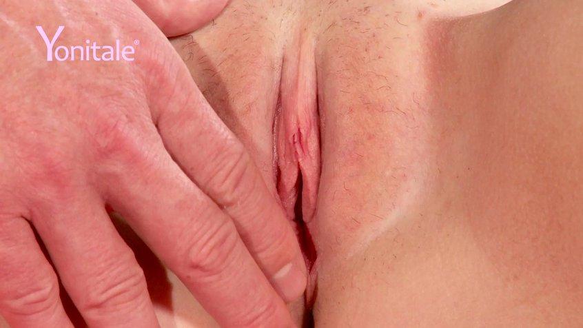 Видео рука мужчины доводит женщину до оргазма