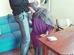 Баба мягко пососала здоровенный хер