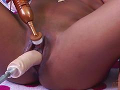 Секс машина ублажила негритянку