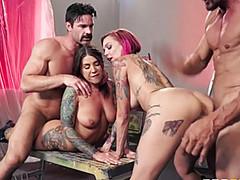 Секс девушек бодиарт с накачанными мужиками