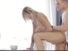 Студентка принимает без презика хуй в вульве