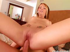 Девка жарко занимается сексом с другом