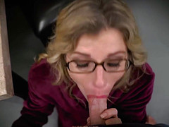 Напористый босс девушку ебет на столе