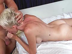 Мужчина подружку трахает во время массажа