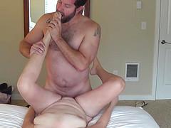 Толстяк ебется с женой перед видеокамерой