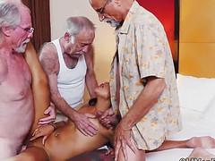 gruppovoe-klassnoe-porno-igri-seks-styuardessu-trahayut-rakom-v-zhopu