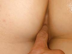 Женатик пробует снять с любимой приватное видео в постели
