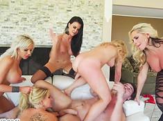 Итальянец снял пятерых дам и трахал их все утро в доме