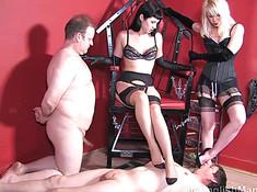 Госпожи и рабы занимаются легким болбастингом