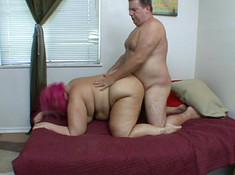 Жирная отдается мужу и расслабляется на его члене