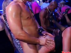 Девушка в клубе трахается со стриптизером