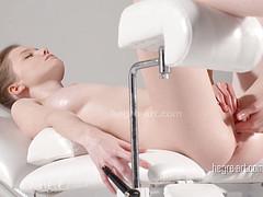 Клиентке понравилась мастурбация на массаже