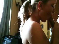 Страстный любовник запихнул член жене в рот